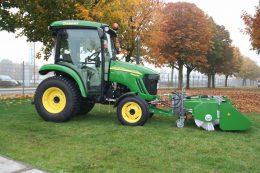Traktor mit Frontmaeher von-Kersten Arealmaschinen GmbH