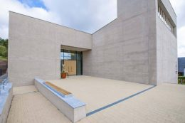 Der Zement für den durchgefärbten Leichtbeton stammt aus dem Werk Lengfurt der HeidelbergCement AG.Bildquelle: HeidelbergCement AG / Steffen Fuchs