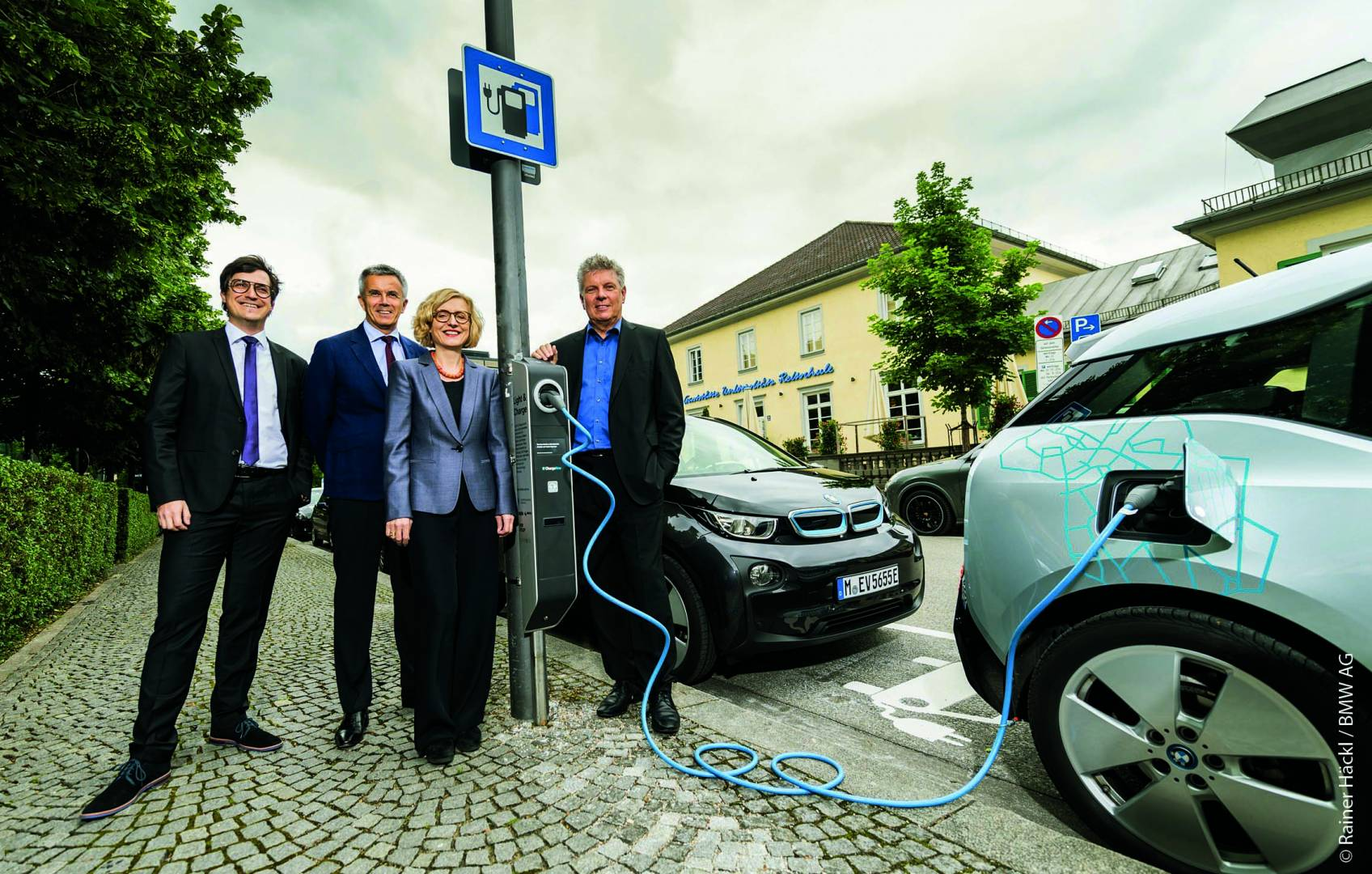 bmw-light-and-charge-press-2016-06-14-7-wb