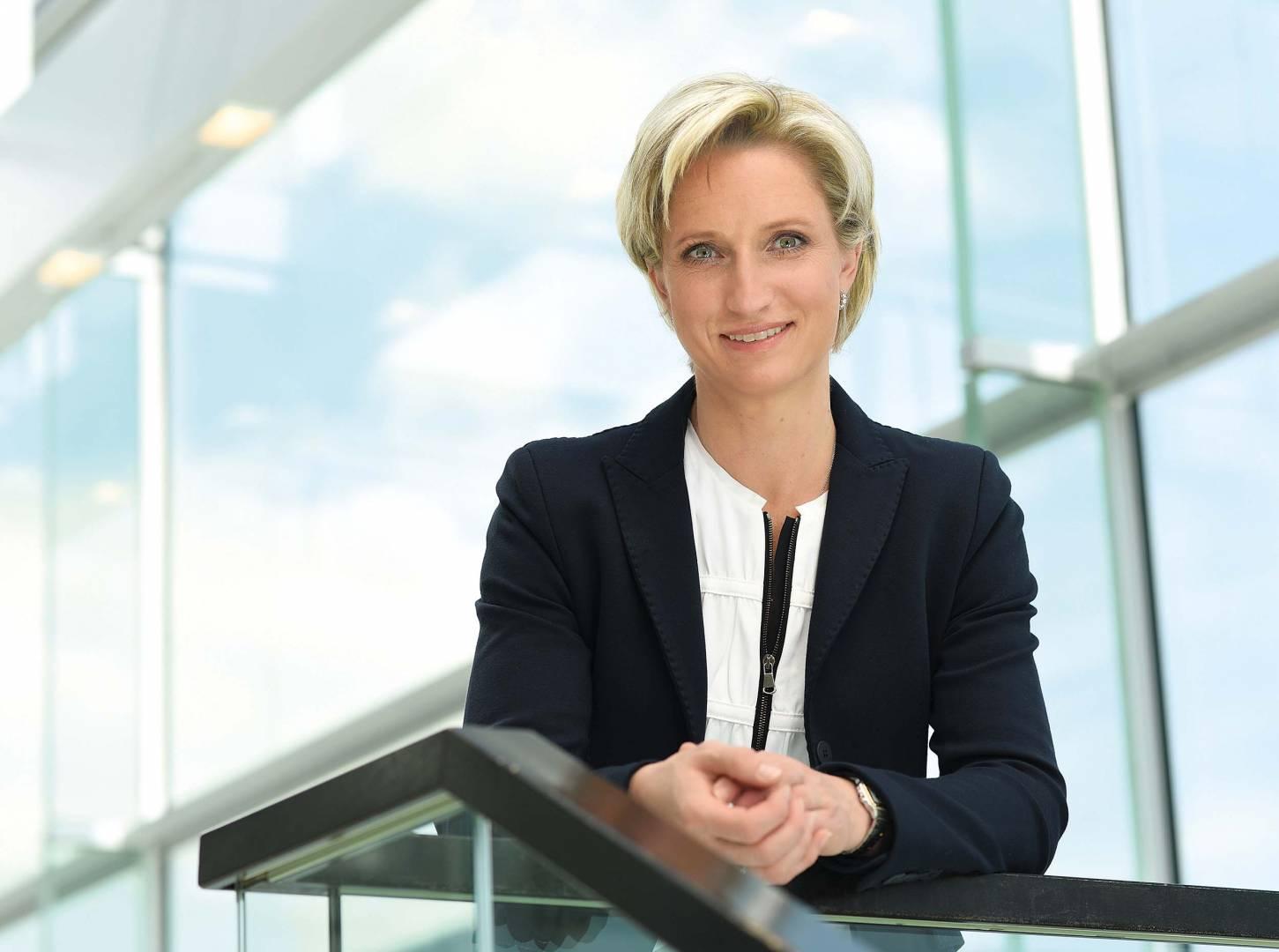 Dr._Nicole_HoffmeisterKraut_MdL
