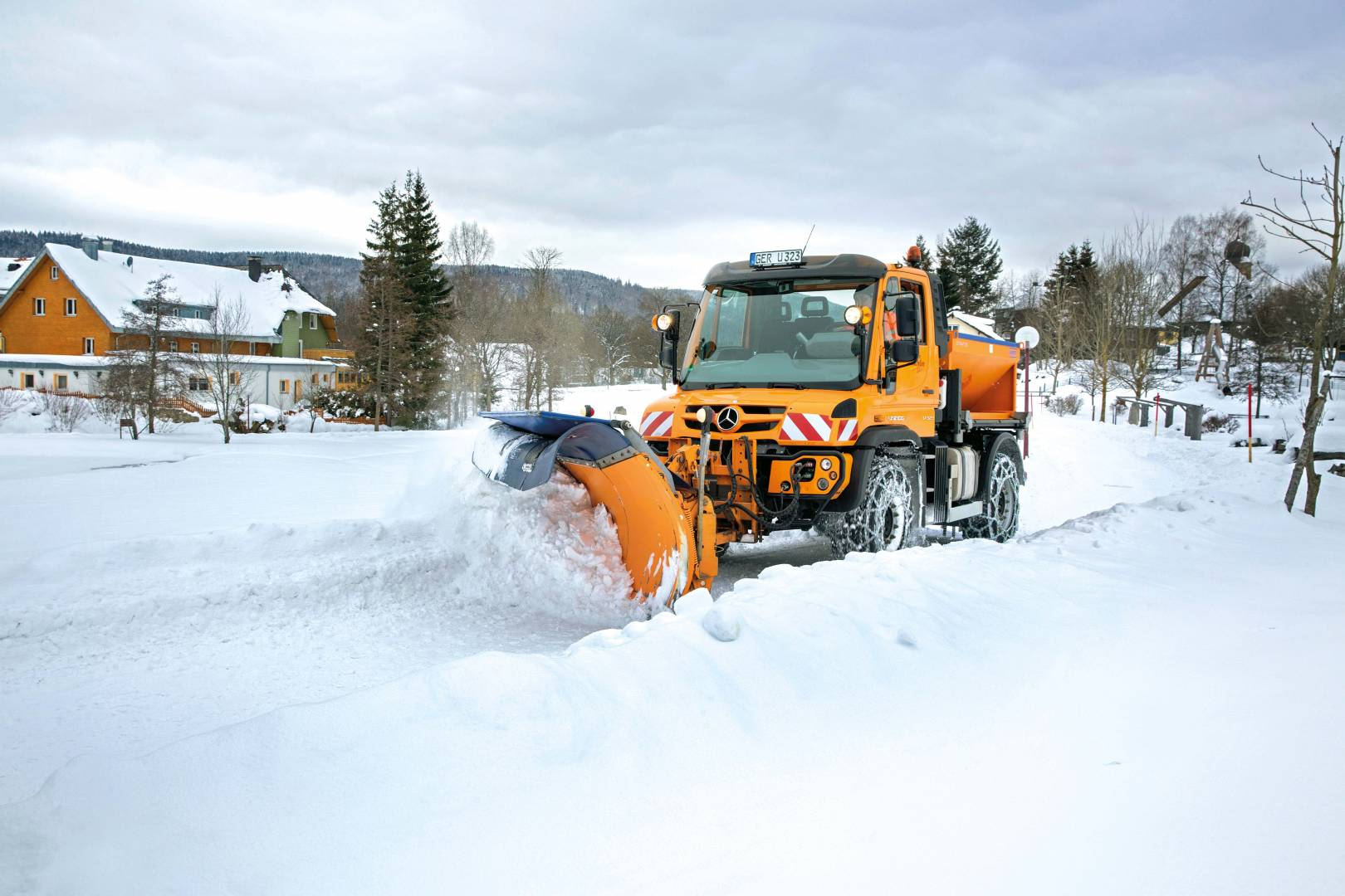 unimog_u323_winter_16c591_04-wb