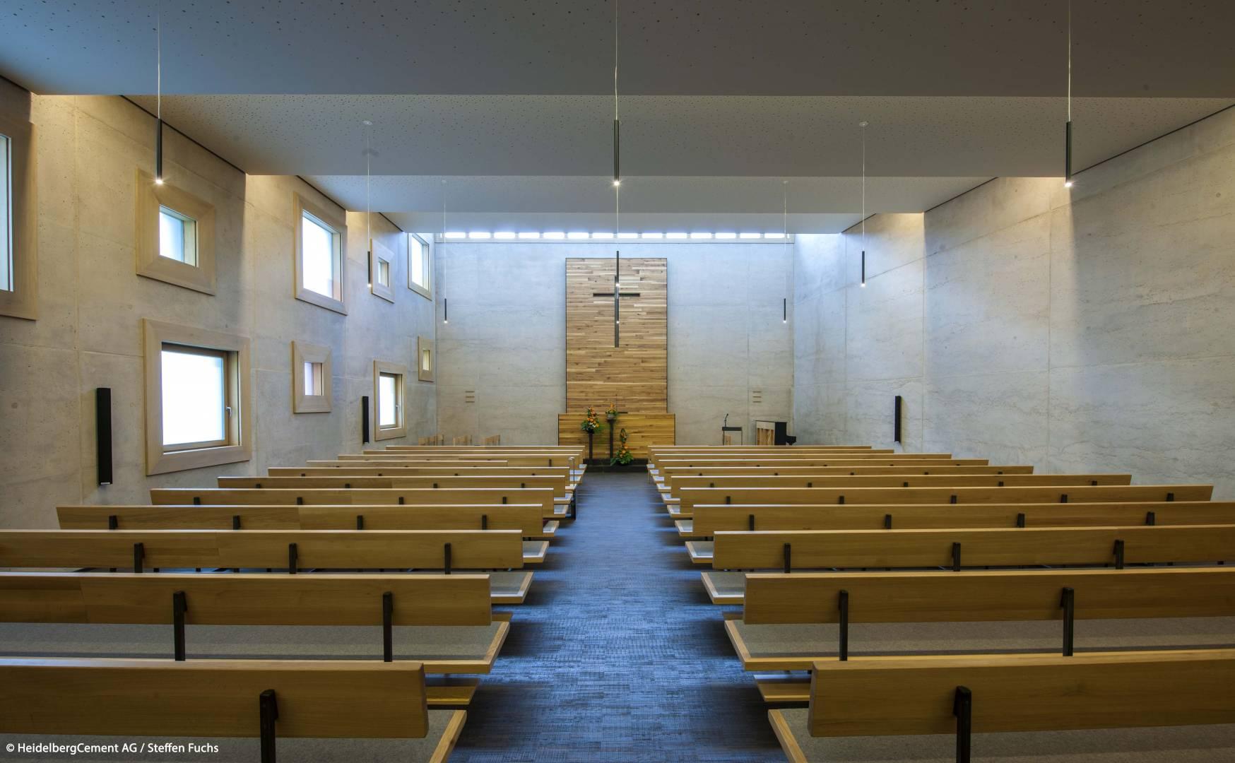 Ausgesuchte Materialien wie Eichenholz, Glas und Stahl fügen sich zum Sichtbeton. Bildquelle: HeidelbergCement AG / Steffen Fuchs
