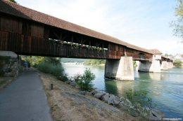 Die Holzbrücke Bad Säckingen verbindet die deutsche Stadt Bad Säckingen mit der Gemeinde Stein in der Schweiz. Mit ihren 203,7 Metern (mit Vordächern 206,5 Meter) ist sie die längste gedeckte Holzbrücke Europas.