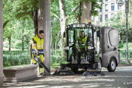 Von akkubetriebenen Arbeitsgeräten bis zur Kommunalmaschine – das Portfolio von Kärcher umfasst alle Kategorien für Anwender in Kommunen.
