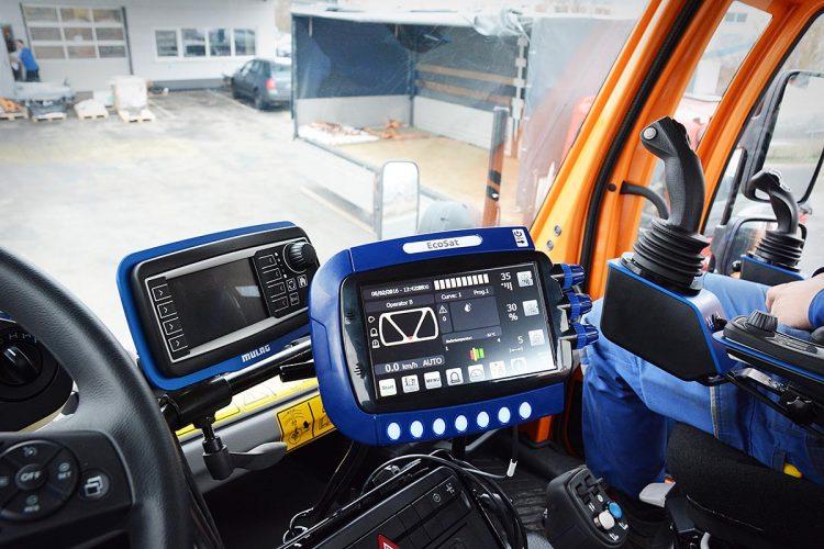 Die EcoSat-Steuerung mit ihrem 7-Zoll-Grafikdisplay erleichtert dem Fahrer die Bedienung. Damit kann er sich ganz auf das Verkehrsgeschehen konzentrieren