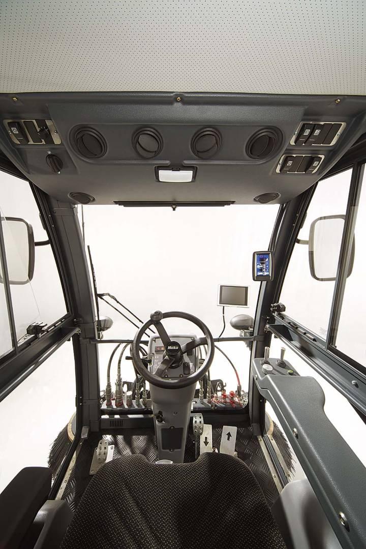 Die Fahrerkabine des Hako Citymaster 1600