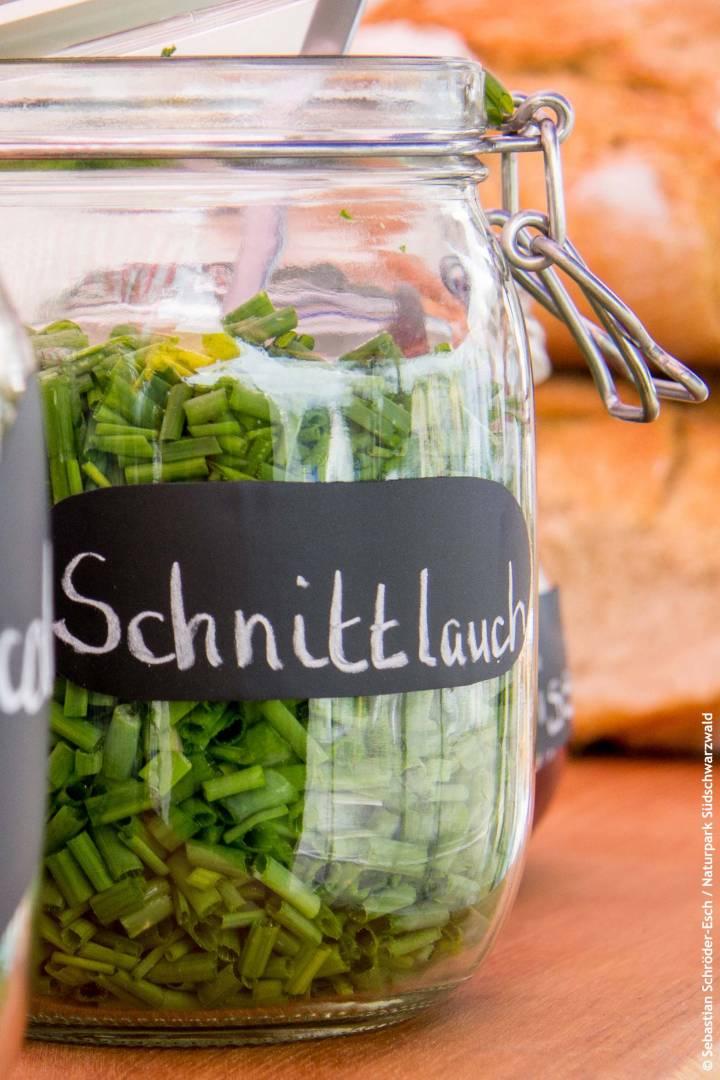 Naturpark Südschwarzwald frischer Schnittlauch aus regionaler Produktion