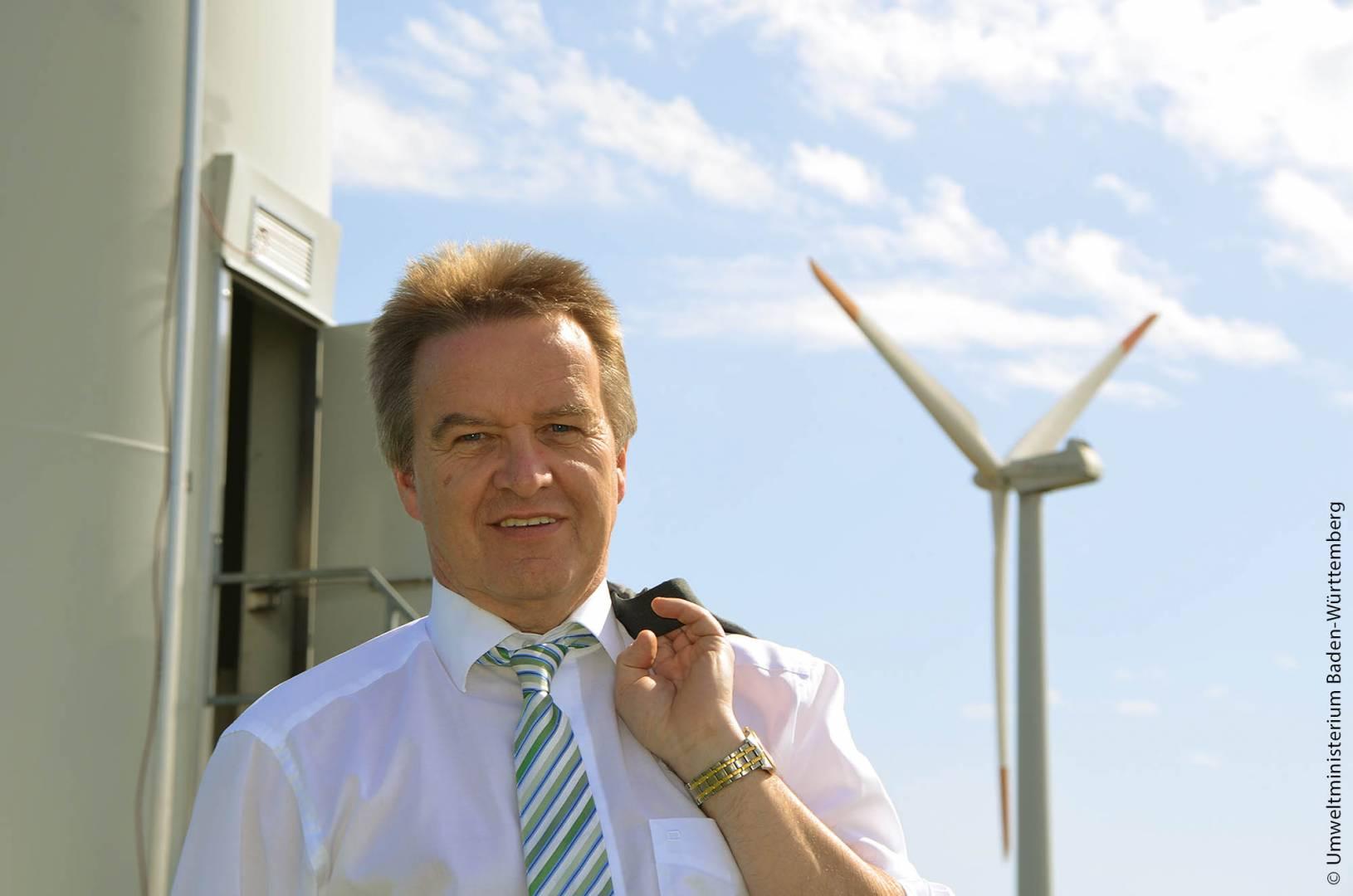 Umwelt- und Energieminister Franz Untersteller ist der Meinung, dass die Energiewende nur bewältigt werden kann, wenn zukünftige Standortentscheidungen gemeinsam mit den Bürgern getroffen werden.