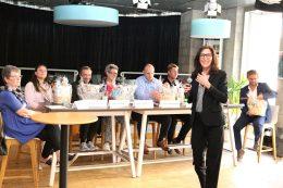 """Abschlussveranstaltung der """"Woche der freien Träger"""" am 15. Mai 2017: Bettina Stähler, stellvertretende VFUKS-Vorsitzende, begrüßt die Gäste. Foto: VFUKS/Perper"""