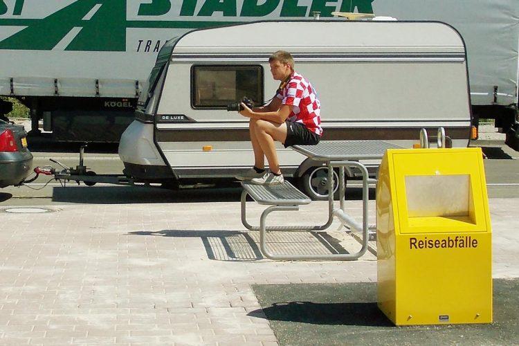 Für die Behälter (hier das Unterflur-System GTU) wird ein effizientes Abfallmanagement angeboten. Mit diesem entsteht für Besucher eine Hemmschwelle, die nunmehr sauberen Stellplätze zu vermüllen.