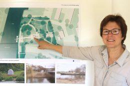 Frau Ilse Siegmund, Landschaftsarchitektin bdla und Geschäftsführerin von Siegmund Landschaftsarchitektur, vor der Wand mit den Capella-Entwürfen für die Bundesgartenschau Heilbronn 2019