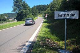 Die erste Teststrecke mit Rüttelstreifen und Falschfahrerwarntafeln wurde im Juli 2017 an den Anschlussstellen Lorch/Ost und Schwäbisch-Gmünd/West installiert.
