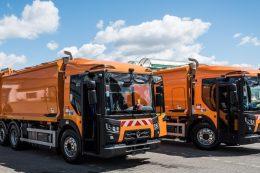Zwei Müllsammelfahrzeuge D Access von Renault Trucks
