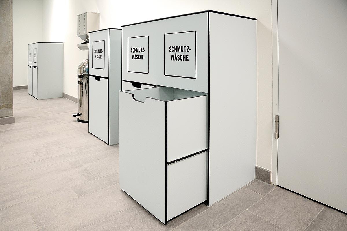Wäschecontainer mit Abwurfklappe