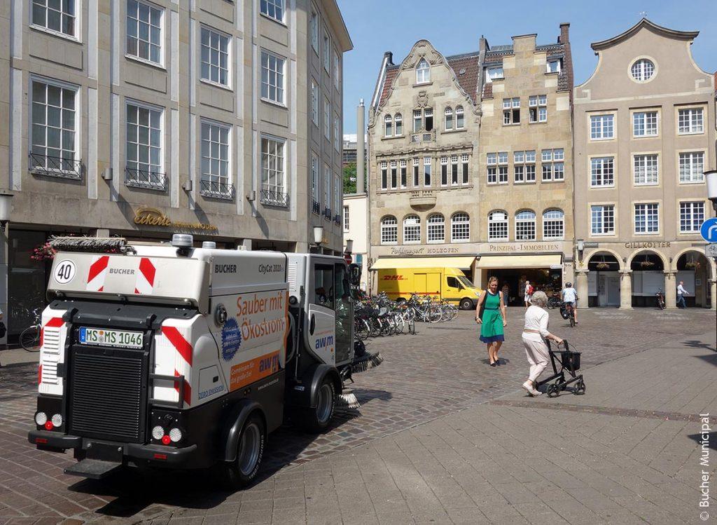 Die Kehrmaschine CityCat 2020ev in der Münster Innenstadt
