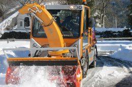 Kiefer BOKIMOBIL HY 1352 mit Schneefräse von Kiefer im Einsatz