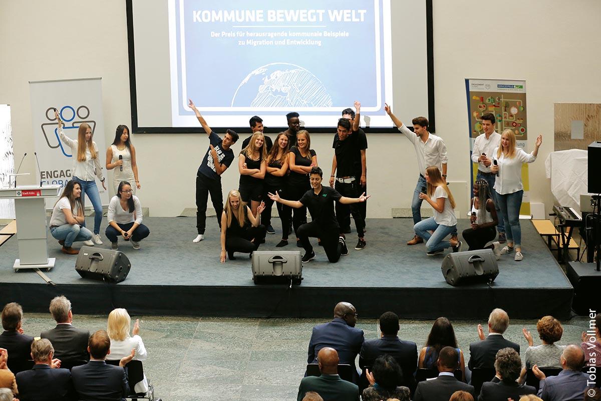 """Ein passendes Programm sorgt für die richtige Stimmung: Die Darbietung des Musicals """"Zwischen den Welten"""""""