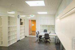 Elf Lamilux- Glaselemente bündeln das Tageslicht in Pausenhalle, Bibliothek sowie Besprechungsräumen und fungieren als echte Designhighlights.