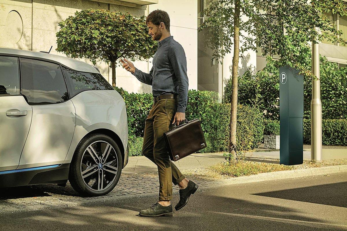 Parkgebühren einfach digital via App, SMS oder per Anruf bezahlen.