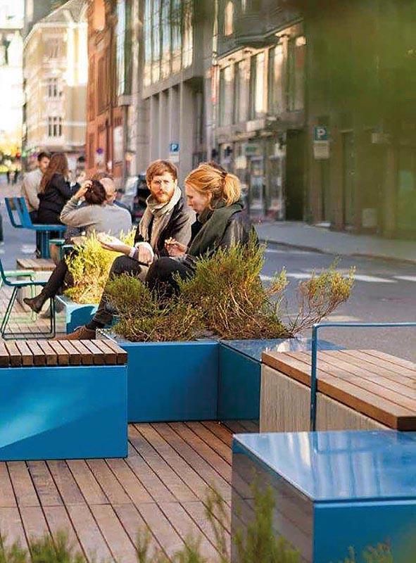 Die Serie von Code Square besteht aus rechtwinkligen Kästen, die auch bepflanzt werden können.