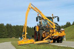 Mäharbeiten: Kombinationsmähgerät MKM 700 an einem Fendt-Traktor im Einsatz