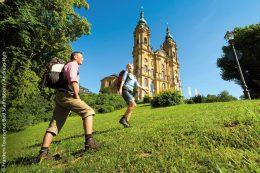 Die Umgebung von Vierzehnheiligen und Bad Staffelstein lockt Kulturinteressierte und Wanderer an.