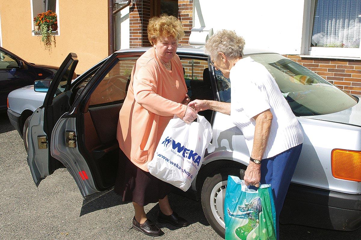 Einkaufshilfe und Fahrdienst