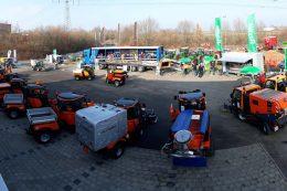 Das Bild zeigt Geräte bei der Präsentation der Holder Roadshow
