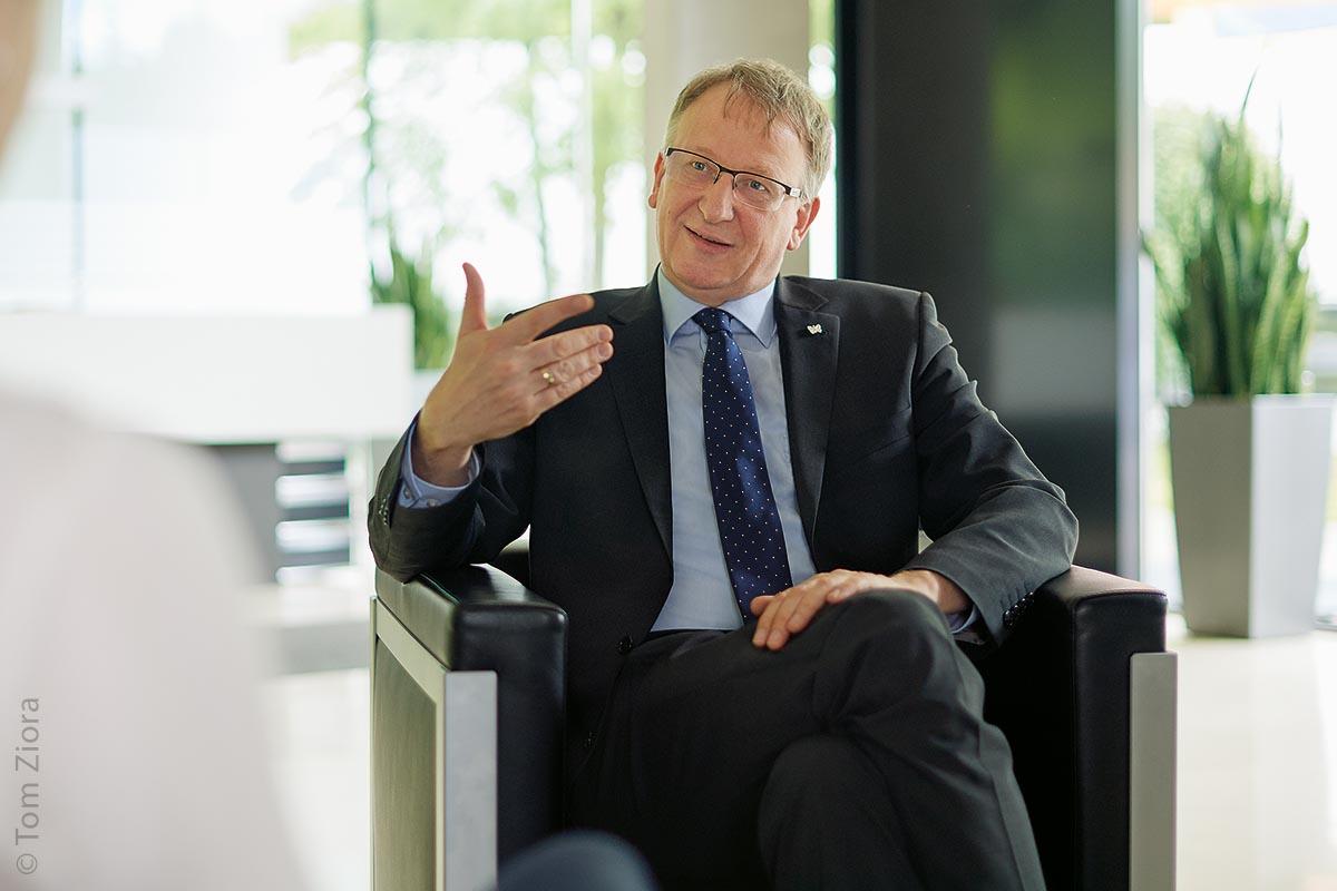 Dr. Jörg Wissdorf ist seit Februar 2015 Geschäftsführer der Interflex Datensysteme GmbH und führt sowohl das Unternehmen als auch seine Kunden mit modernen Zeiterfassungs- und Zutrittskontrollsystemen in das digitale Zeitalter.