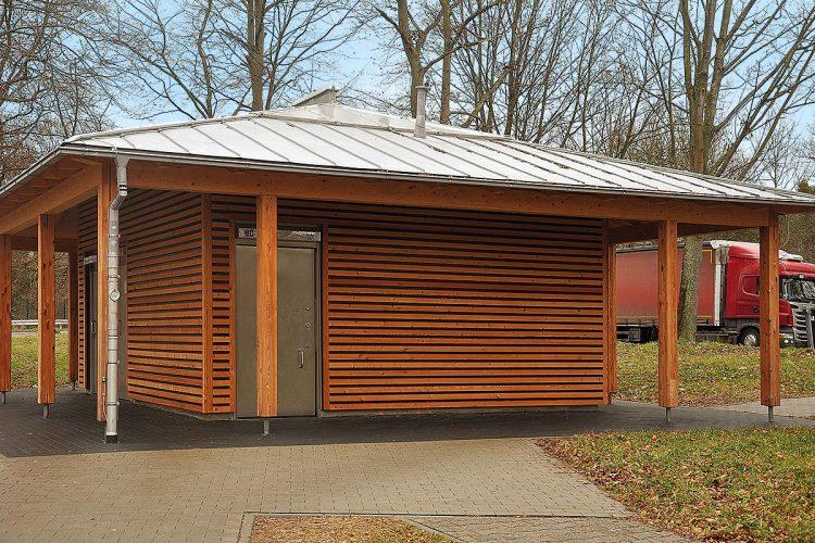 Projekt Klimaholz: Auch in Bushaltehäuschen kann Holz mit Holz von Hier wertschöpfend und klimaschonend eingesetzt werden.