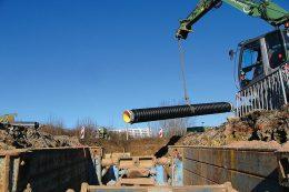 Leitungsnetze: Verlegung eines Rohres zur Abwasserwärmenutzung