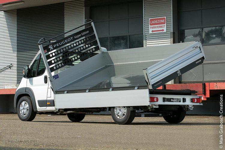 Peugeot Boxer Kipper mit Sicherheitsabschaltung beim Kippen ist voller Möglichkeiten