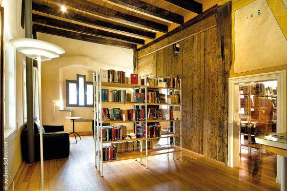 Die Hohe Kemenate – vom Mittelalterkamin zur modernen Bibliothek - Erfolgreiche Sanierung in Karlstadt am Main