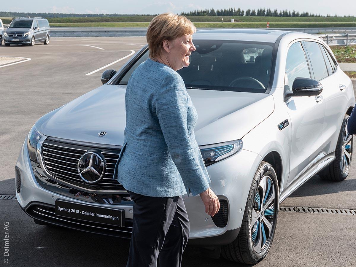 Bundeskanzlerin Angela Merkel bei der Eröffnung des Daimler Prüf- und Technologiezentrums Immendingen vor dem Mercedes-Benz EQC 400 4MATIC. Stromverbrauch kombiniert: 22,2 kWh/100 km; CO2 Emissionen kombiniert: 0 g/km*, Angaben vorläufig