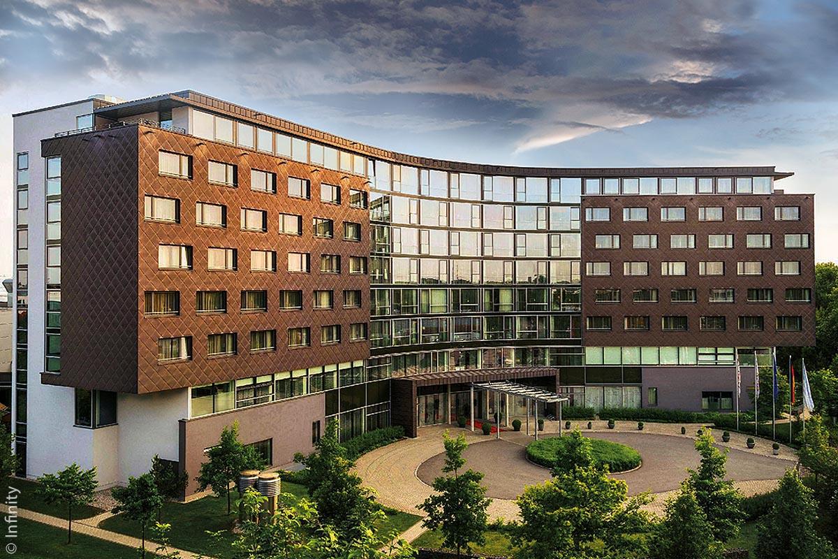 Das frisch sanierte, größte und sehr imposante Tagungshotel Süddeutschlands in Unterschleißheim bei München, das Infinity One samt Infinity Two, ist ebenfalls ein Energie-Vorzeigeprojekt der Südwärme AG.