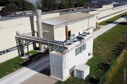 Ein weiteres Südwärme-Referenz-Projekt ist das Siniat-Werk in Hartershofen. Hier stammt alles aus einer Hand: Wärme, Strom, Dampf, erzeugt in einem separaten Container mit BHKW- Energieerzeugungsanlage.