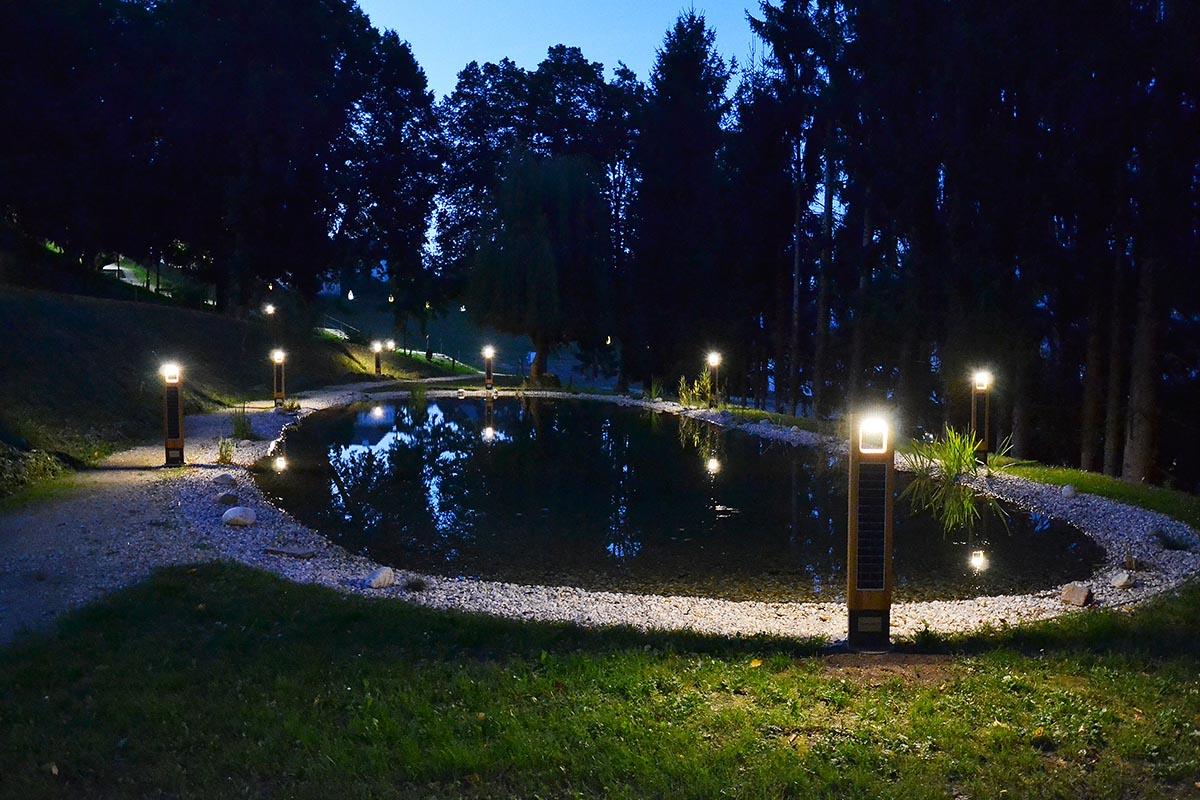 """In St. Andrä wurde eine Naherholungszone mit Fußwegen zur Innenstadt mit der solaren Garten- und Wegeleuchte """"WOODLIGHT"""" von ecoliGhts gestaltet."""