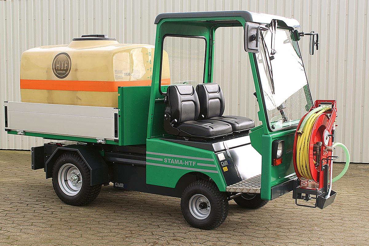 GMR bietet Elektro-Fahrzeuge der Tochterfirma STAMA an, die jetzt im GMR-Stammwerk in Horsens entwickelt und produziert werden.