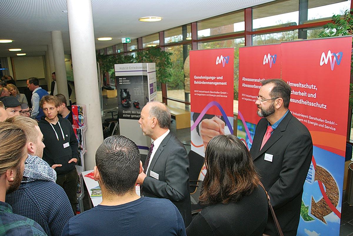 Foyer Ausstellung – KUMAS fördert Austausch, Information und Vernetzung