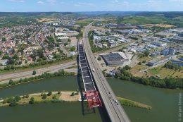 Brückenbau: Der Ausbau auf sechs Fahrstreifen – drei in Richtung Mannheim und drei in Richtung Nürnberg – sowie der Neubau des 137 Meter langen Neckartalübergangs werden einen großen Nutzen für alle Beteiligten bringen.
