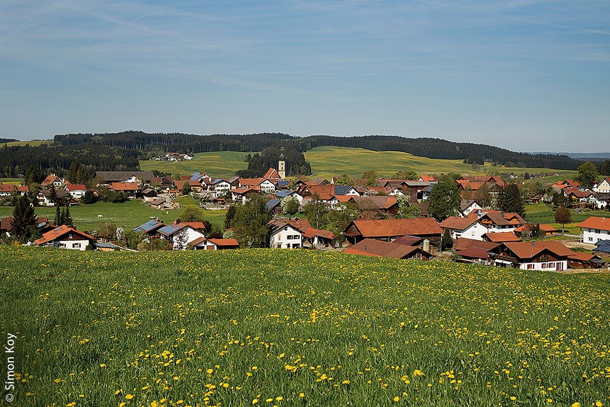 Die Bürger von Rettenbach am Auerberg lassen zunehmend die Sonne den Strom liefern – über Photovoltaikanlagen auf dem Dach.