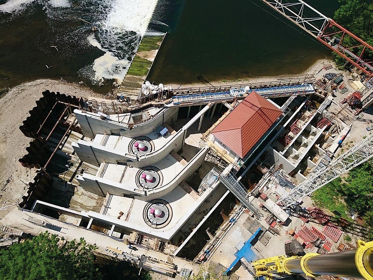 Die Wasserkraftanlage Öblitz während der Bauzeit: Die Turbinen sind installiert.