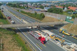 Entlang der A6 wird der Abbruch einer Brücke vorbereitet.