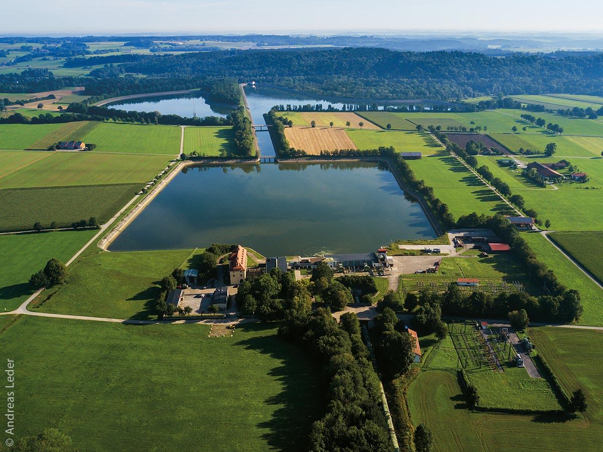 Die Leitzachwerke zählen zu den modernsten Pumpspeicherkraftwerken Europas. Die Anlage liegt 40 Kilometer südöstlich von München in der Gemeinde Feldkirchen-Westerham.