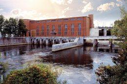 Rund 60 Kilometer nördlich von München zwischen Moosburg und Landshut – nutzen die beiden Laufwasserkraftwerke Uppenbornwerk 1 und 2 den mittleren Isarkanal zur Stromproduktion.