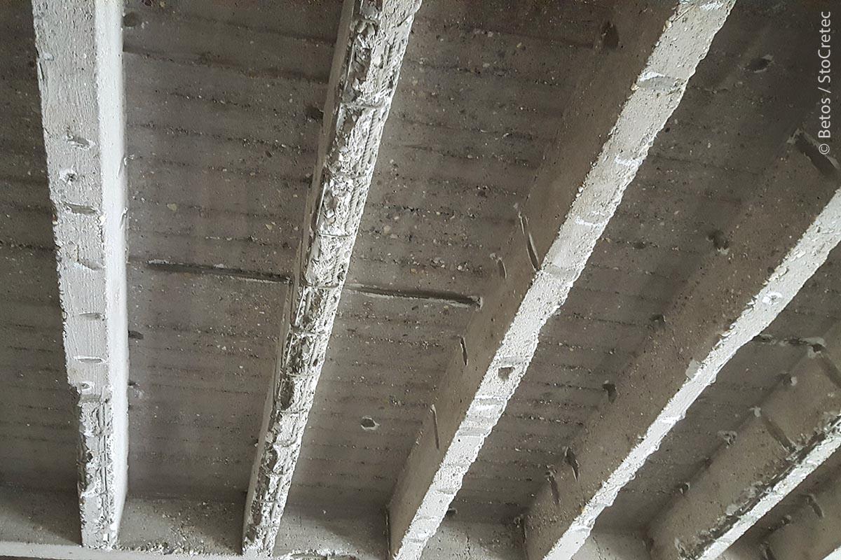 Schadhafte Decke im Gymnasium Balingen: Die Tragfähigkeit der Beton-Rippendecke war nicht mehr sichergestellt.