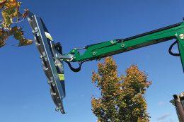 Die Astsäge LRS 2402 mit 2,4 Metern Arbeitsbreite sägt Äste bis 21 Zentimeter Dicke, und das mit völlig sauberem Schnitt.