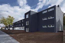 """Die Landeshauptstadt Stuttgart hat das im Rahmen der Energieforschung des Bundesministeriums für Wirtschaft und Technologie geförderte Projekt """"Uhlandschule wird zur Plusenergieschule"""" umgesetzt."""