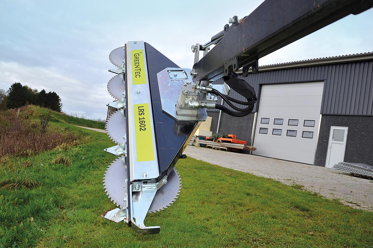 Die Astkreissäge LRS 1602 mit einer Arbeitsbreite von 1,6 Metern wiegt nur 110 Kilo.