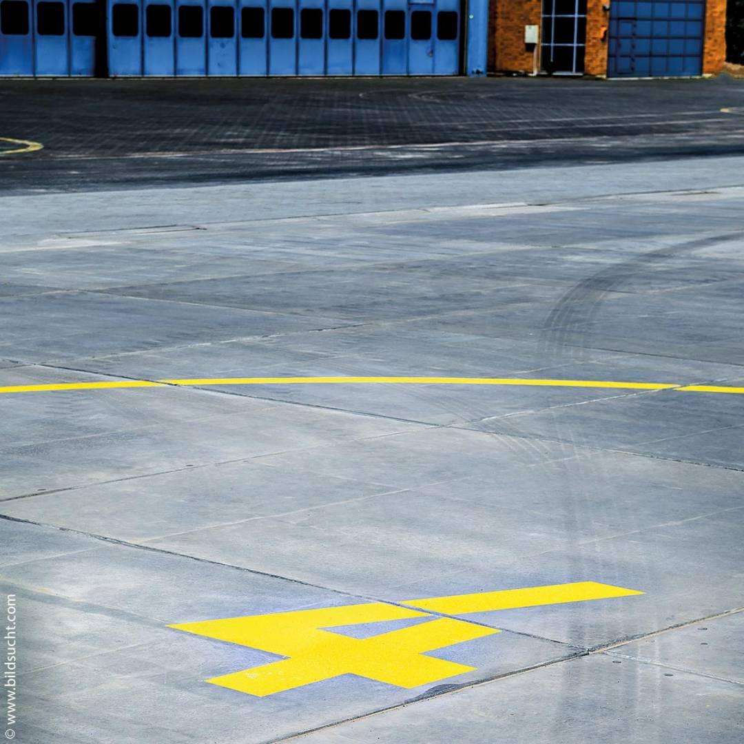 Am Helikopter-Landeplatz der Bundespolizei-Fliegerstaffel in Fuldatal sind hochwertige Betonpflaster und Betonsteine verlegt. Damit diese den Helikoptern auf Dauer verlässliche und robuste Start- und Landeplätze bieten, kommt hier beim Winterdienst seit Winter 2017/2018 das Taumittel SNO-N-ICE zum Einsatz.